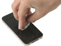 Протирание экрана айфона
